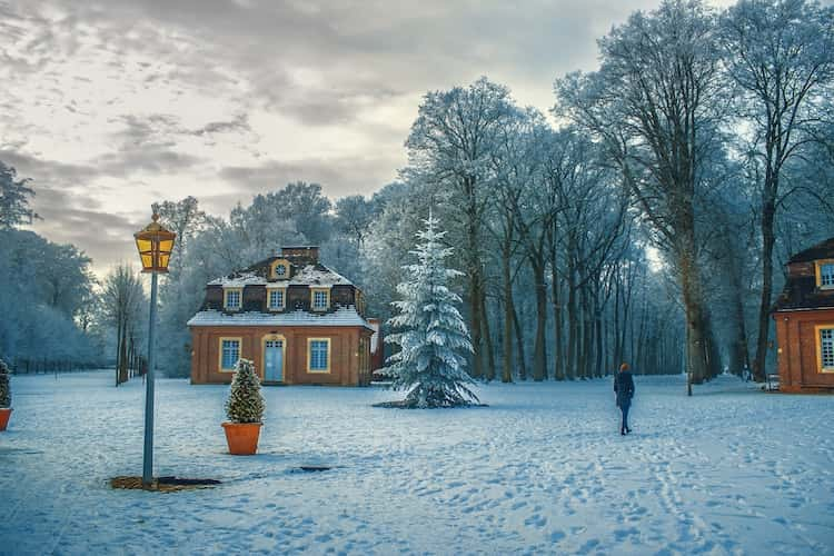 Ho-Ho-Home selling through the holidays: Yea or Nay